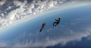 two sky divers